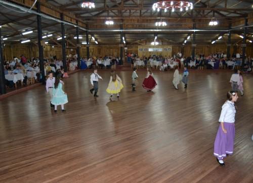 comunicado: conforme decisão da patronagem não será realizado o curso de dança avançado  no CTG